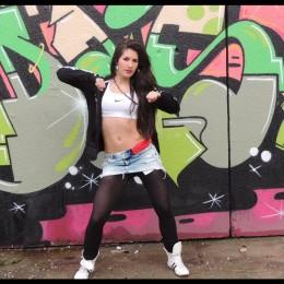Jessica Lea Denis tanzt Reggaeton
