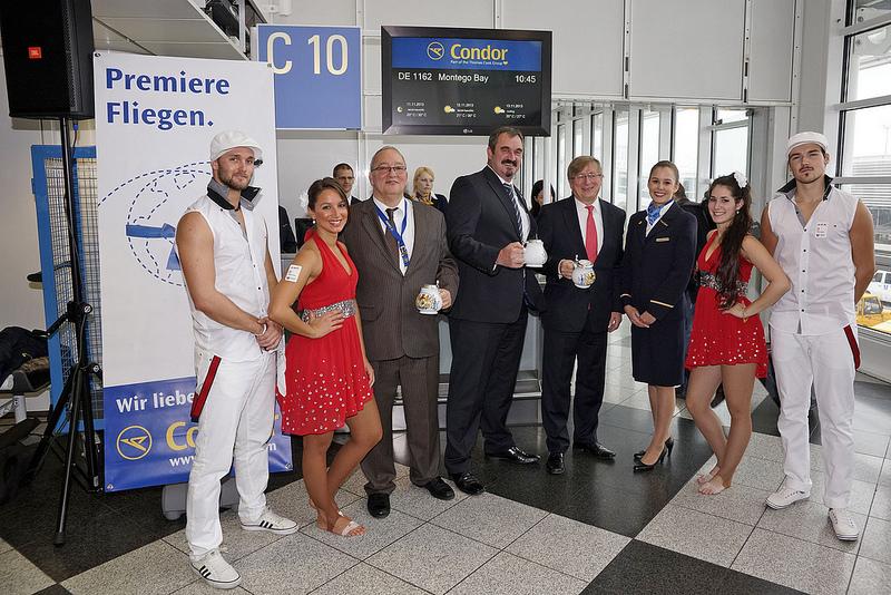 Tanzen am Flughafen München im Condor Terminal